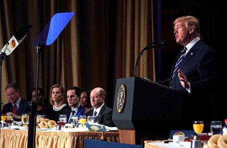 Президент США Дональд Трамп во время Национального молитвенного завтрака в Вашингтоне.