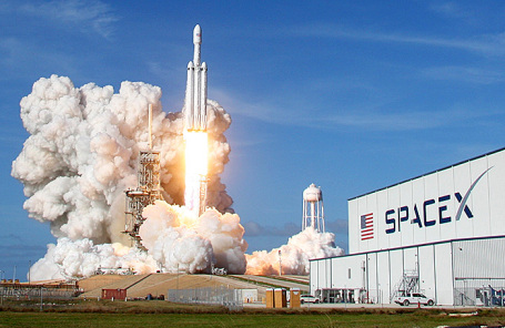 Запуск ракеты SpaceX Falcon Heavy.