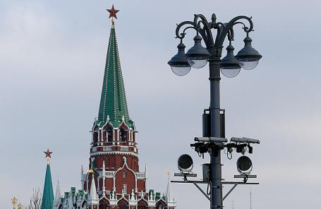амеры видеонаблюдения у памятника святому равноапостольному князю Владимиру на Боровицкой площади в Москве.