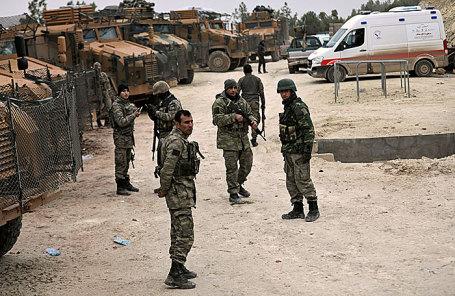 Турецкие военнослужащие недалеко от Африна.