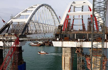 На строительной площадке Крымского моста через Керченский пролив.