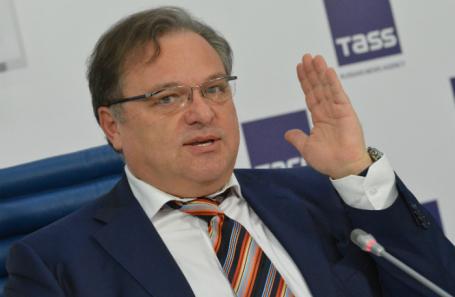 Эраст Галумов.