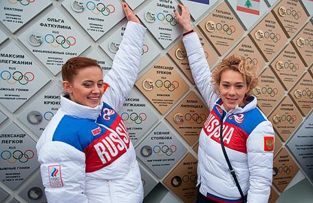 Российские биатлонистки Ольга Вилухина и Ольга Зайцева (слева направо).