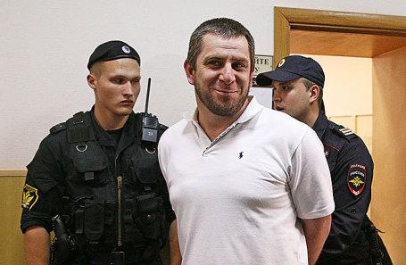 Темирлан Эскерханов (в центре).