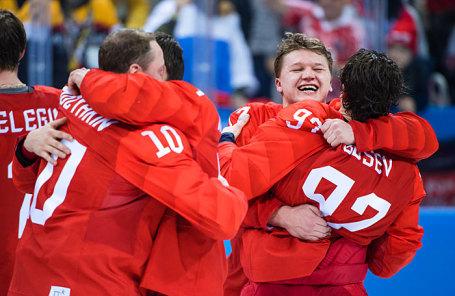 Игроки команды олимпийских спортсменов из России радуются после победы в финальном матче между командой олимпийских спортсменов из России и сборной Германии на соревнованиях по хоккею среди мужчин на XXIII зимних Олимпийских играх.