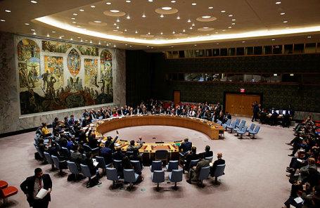 Члены Совета Безопасности ООН голосуют за прекращение огня в Сирии в штаб-квартире Организации Объединенных Наций в Нью-Йорке.