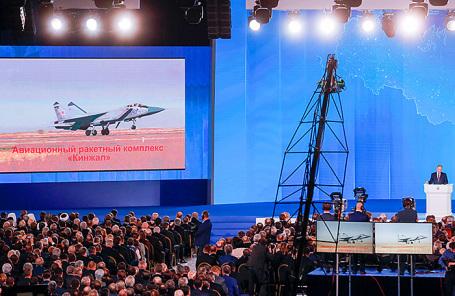 Демонстрация самолета-носителя «Кинжал» во время посляния президента РФ Владимира Путина к Федеральному Собранию РФ.