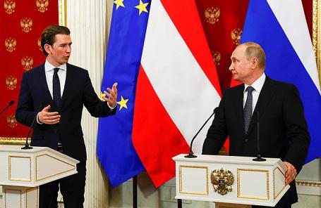 Президент России Владимир Путин (справа) и канцлер Австрии Себастьян Курц.