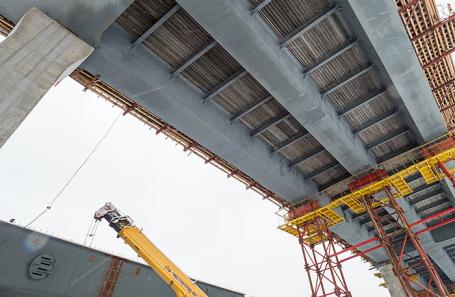Строительство моста на бывшей территории завода «Серп и Молот».