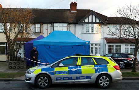 Полиция у дома Николая Глушкова в пригороде Лондона.