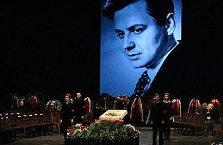 Церемония прощания с народным артистом СССР Олегом Табаковым в МХТ им. А.Чехова.