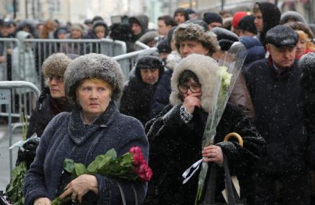 У здания МХТ имени А. П.Чехова в Камергерском переулке, где проходит церемония прощания с актером и режиссером Олегом Табаковым.