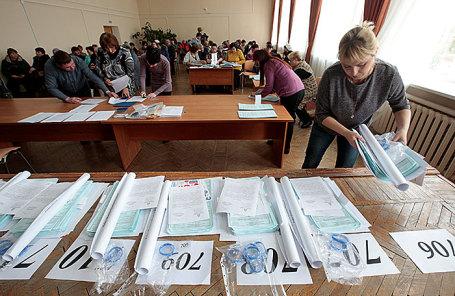 Подготовка к выборам на избирательном участке.