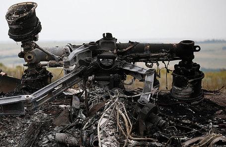 На месте крушения пассажирского самолета «Малайзийских авиалиний» Boeing 777.