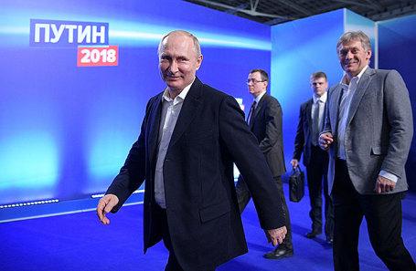 Президент России Владимир Путин в своем штабе.