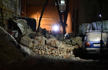 Работа экстренных служб на улице Трубная, где произошло обрушение в реконструируемом здании.