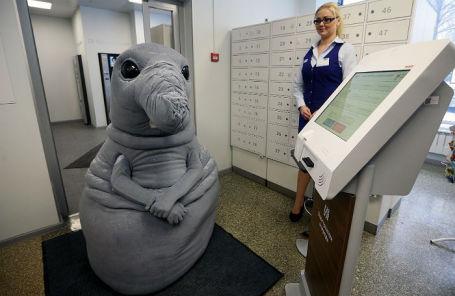 Интернет-герой Ждун в отделении «Почты России».
