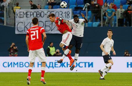 Во время товарищеского матча по футболу между сборными России и Франции.
