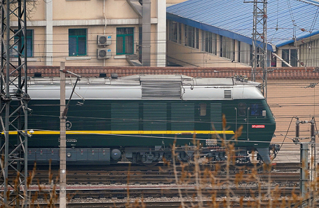 Поезд из Северной Кореи на станции в Пекине, Китай.