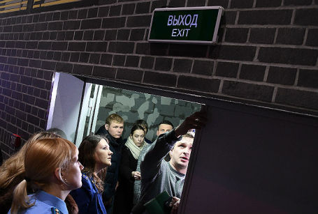 Проверка эвакуационных выходов надзорными органами в сфере пожарной безопасности в торговом центре «Гринвич» в Екатеринбурге.