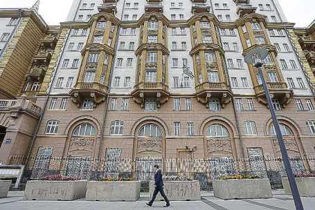 Здание посольства США в России на Новинском бульваре.