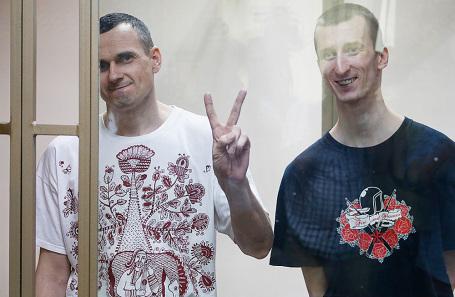 Украинский режиссер Олег Сенцов и его подельник Александр Кольченко (слева направо).