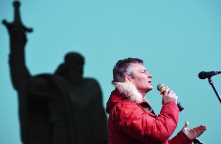 Евгений Ройзман на площади Обороны Екатеринбурга во время митинга против отмены прямых выборов главы города.