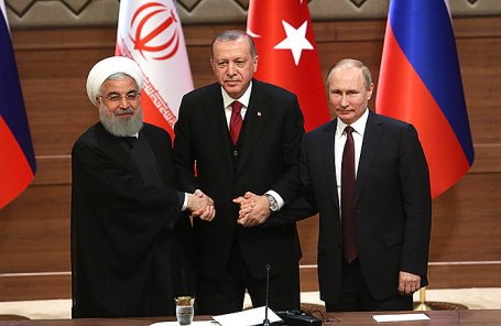 Президент Ирана Хассана Рухани, президент Турции Реджеп Эрдоган и президент РФ Владимир Путин (слева направо).