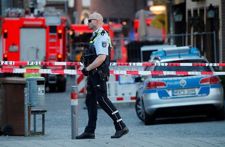 Полиция на месте, где грузовик въехал в толпу людей в Мюнстере, Германия.