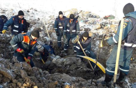 Поиски обломков на месте крушения самолета Ан-148.