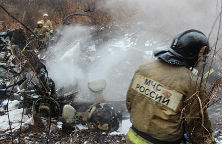 На месте крушения вертолета Ми-8, в результате которого погибли шесть человек.