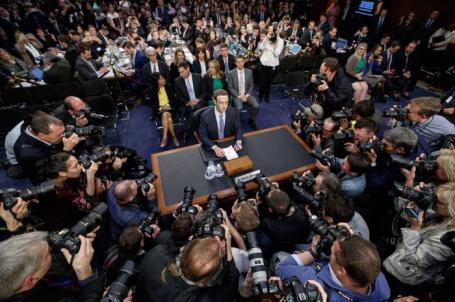 Глава Facebook Марк Цукерберг дал показания на слушаниях в Сенате в связи с крупномасштабной утечкой персональных данных пользователей.