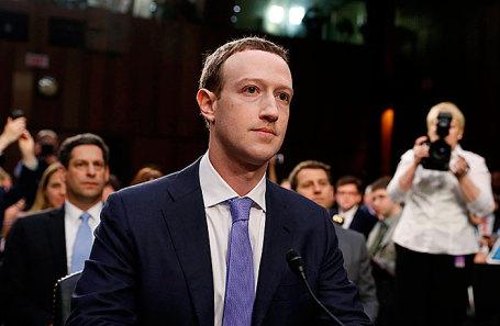 Марк Цукерберг на слушаниях в Сенате.