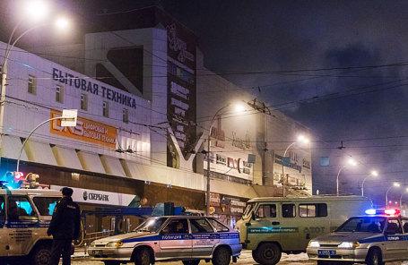 Во время ликвидации пожара в торгово-развлекательном центре «Зимняя вишня» на проспекте Ленина.