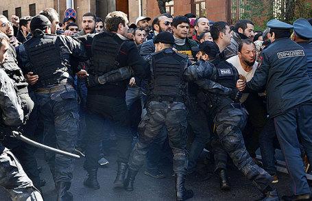 Акция протеста в Ереване, Армения.