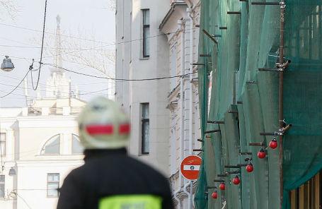 У аварийного дома 12 в Пушкаревом переулке.