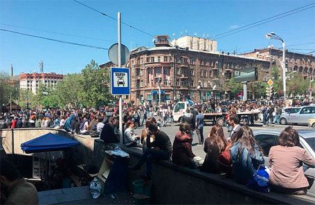 Участники акции протеста вЕреване блокировали центр города