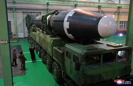 Cеверокорейская мобильная межконтинентальная баллистическая ракета Хвасон-14.