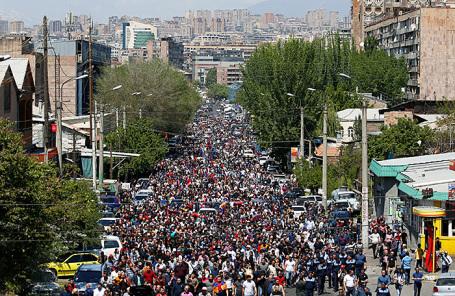массовый митинг в Ереване, Армения 25 апреля 2018.