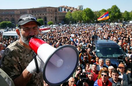 Никол Пашинян на митинге в Ереване.