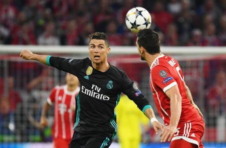 Игрок «Реала» Криштиану Роналду и футболисты «Баварии».