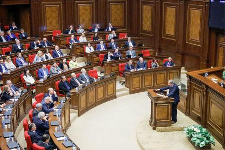Пашиняна выдвинули напост премьера Армении на совещании парламента
