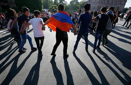 Протестующие в Ереване, Армения, 2 мая 2018 года.