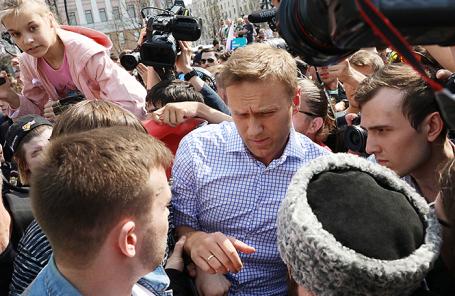 Оппозиционер Алексей Навальный на несогласованной протестной акции оппозиции на Пушкинской площади в Москве, 5 мая 2018 года.