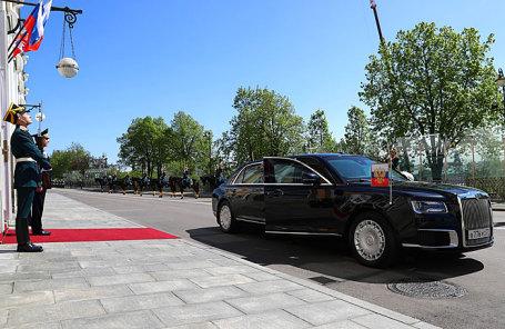 Автомобиль проекта кортеж ЛиАЗ «Аурус», на котором избранный президент России Владимир Путин прибыл на церемонию инаугурации в Большой Кремлевский дворец.