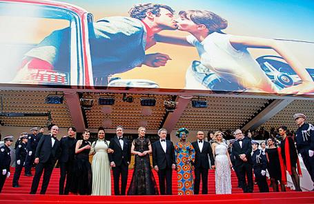 Во время церемонии открытия кинофестиваля в Каннах.