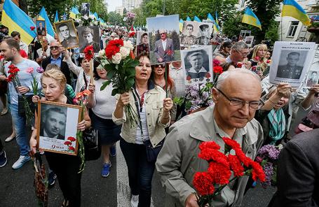 Участники акции «Никто не забыт, ничто не забыто» в Киеве.