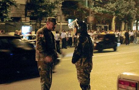 Полиция и отряд специального назначения МВД Грузии на площади Руставели в Тбилиси.