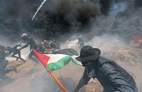 Палестинцы во время акции протеста против открытия посольства США в Иерусалиме. Сектор Газа, 14 мая 2018 года.