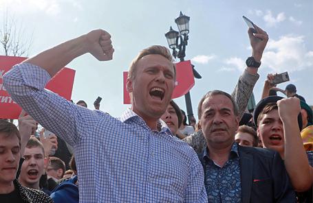 Оппозиционер Алексей Навальный во время несогласованной протестной акции оппозиции на Пушкинской площади.
